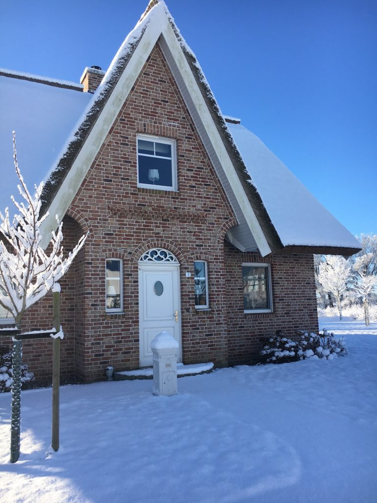 Friesengiebel im Schnee