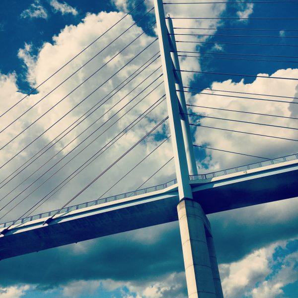 Rügenbrücke in den Wolken